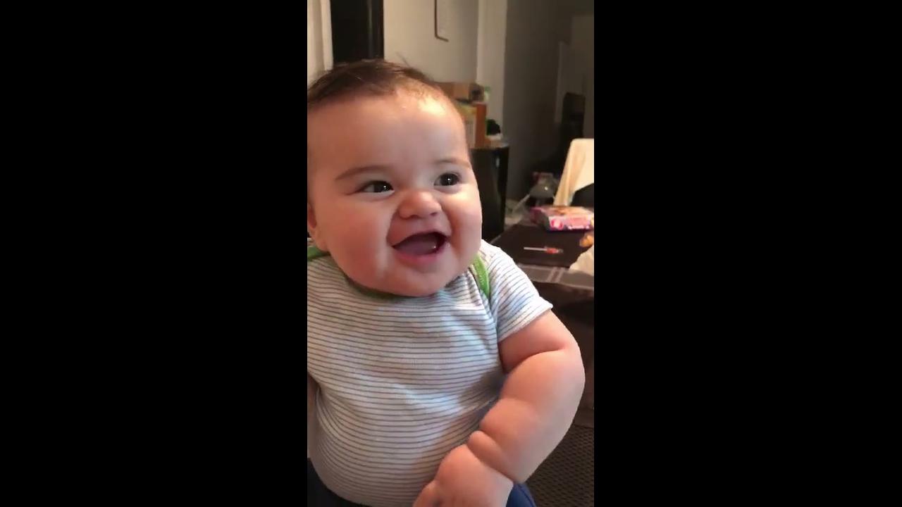 Tem risada mais gostosa que risada de bebê