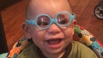 Vídeo Com Bebê Enxergando Com Seus Óculos Pela Primeira Vez, Muito Lindo!