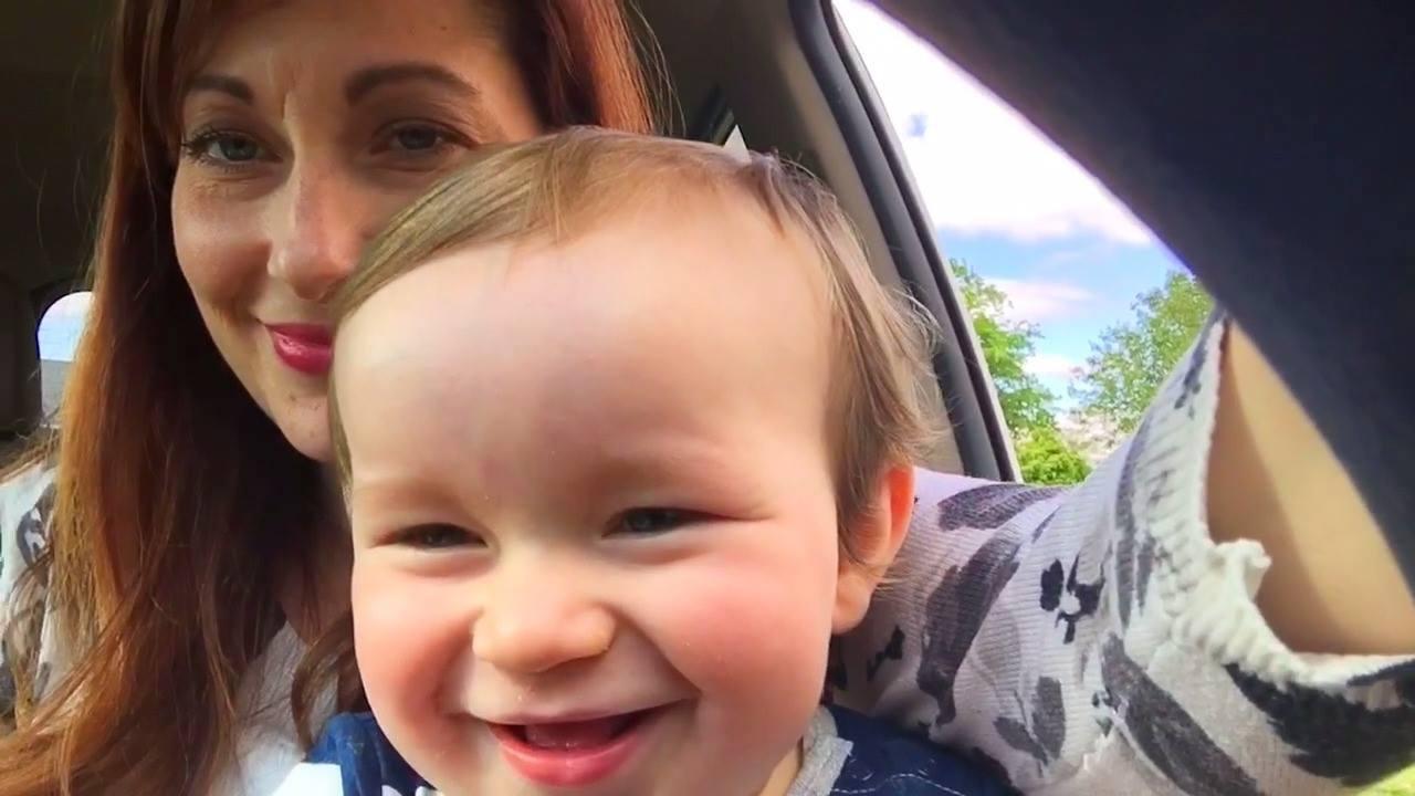 Vídeo com bebês dando risadas