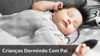 Vídeo Com Crianças Dormindo Com Papai, Simplesmente Lindo!