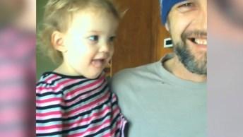 Vídeo Mais Fofo Que Você Verá Hoje, Papais Cuidando De Seus Bebês!