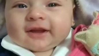 Vídeo Mais Lindo De Hoje, Mamãe Canta Pra Bebê E Olha A Reação Dela!
