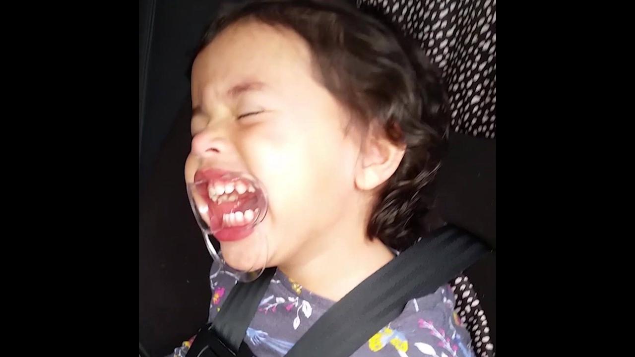 As coisas mais engraçadas que crianças fazem dentro do carro