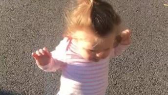 Bebê Aprendendo A Andar, Como É Lindinha Esta Faze, Vale A Pena Conferir!