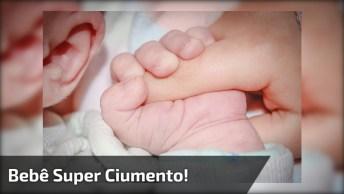 Bebê Ciumento, Mais Um Vídeo De Bebês Que Você Vai Se Apaixonar!