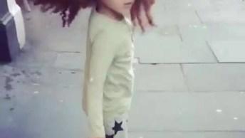 Cabelo Mais Lindo De Criança, Ela Fica Toda Toda Correndo Com Os Fios!