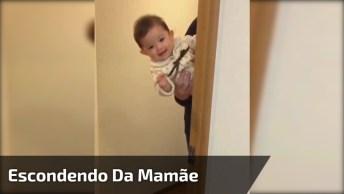 Criança Brincando De Se Esconder Da Mamãe, É Muita Fofura!