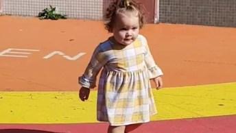 Criança Cai No Chão, Se Levanta E Continua A Caminhar, Que Belezinha!