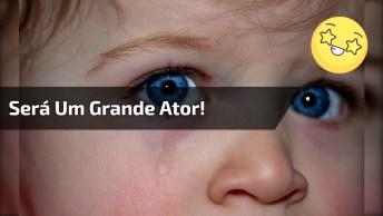 Criança Chora E Sorri Ao Mesmo Tempo Kkk, Muito Engraçado Esse Garotinho!