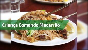 Criança Comendo Macarrão - Ainda Bem Que Ela Foi Esperta Hahaha!