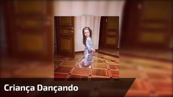 Criança Dançando Com Seus Lindos Cabelos Soltos, Confira!
