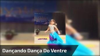 Criança Dançando Dança Do Ventre, Ela É Uma Princesinha!