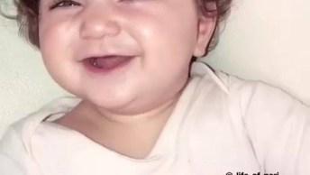 Criança Dando Gritinho Super Fofo, Mais Um Vídeo Fofinho Para Postar!