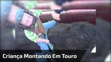 Criança De 3 Anos Montando Em Um Touro, Que Medo Dele Machucar. . .