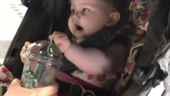 Criança Desesperada Para Tomar Suco, Que Fofura Meu Deus!