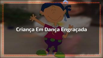 Criança Fazendo Dança Engraçada, Por Essa Você Não Esperava Hahaha!