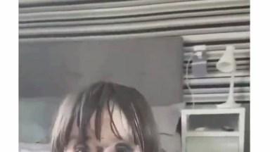 Criança Pinta Cara Com Máscara De Cílios Da Mãe, Que Engraçado Hahaha!