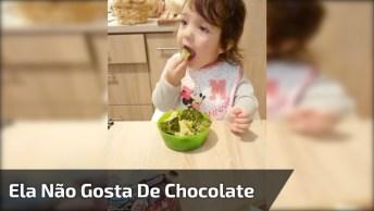 Criança Que Não Gosta De Chocolate E Gosta De Uma Coisa Que A Maioria Não Come!