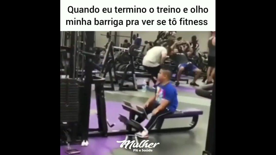 Criança tentando ser fitness, quem nunca fez isso hein