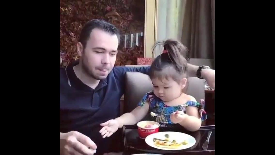 Criança tratando do papai, ah que fofura