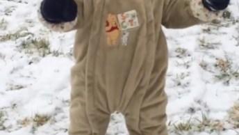 Crianças Brincando Na Neve, As Reações São Hilárias, Confira!