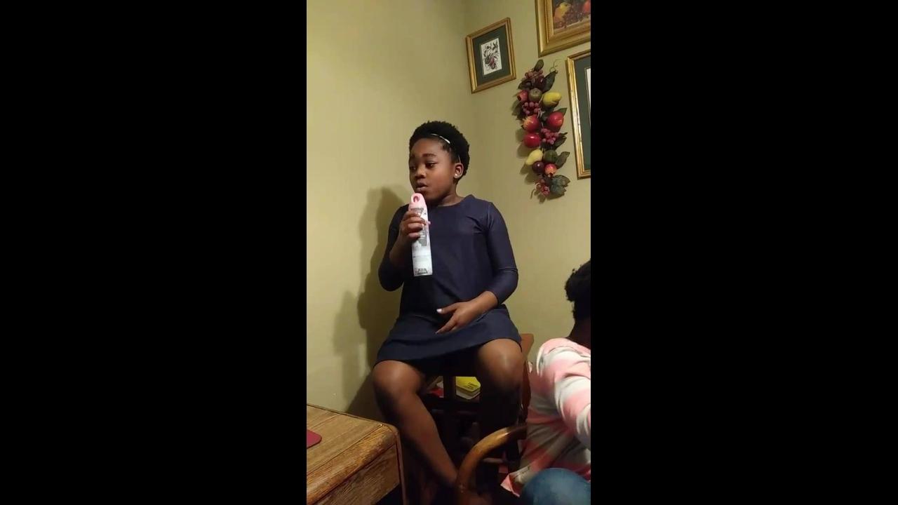 Crianças cantando musica linda