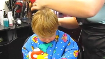 Crianças Cortando Os Cabelos, São Super Fofos E Engraçados!