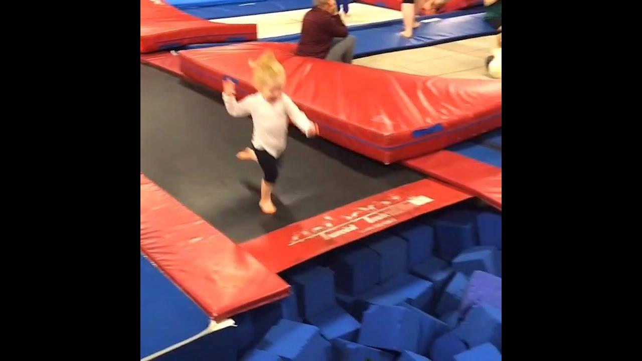 Crianças fazendo coisas engraçadas, impossível não dar risadas com eles!