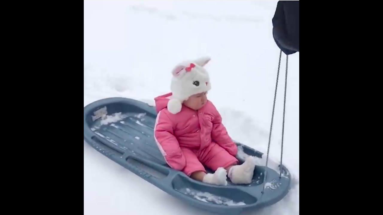 Crianças na neve, será que isso vai dar certo