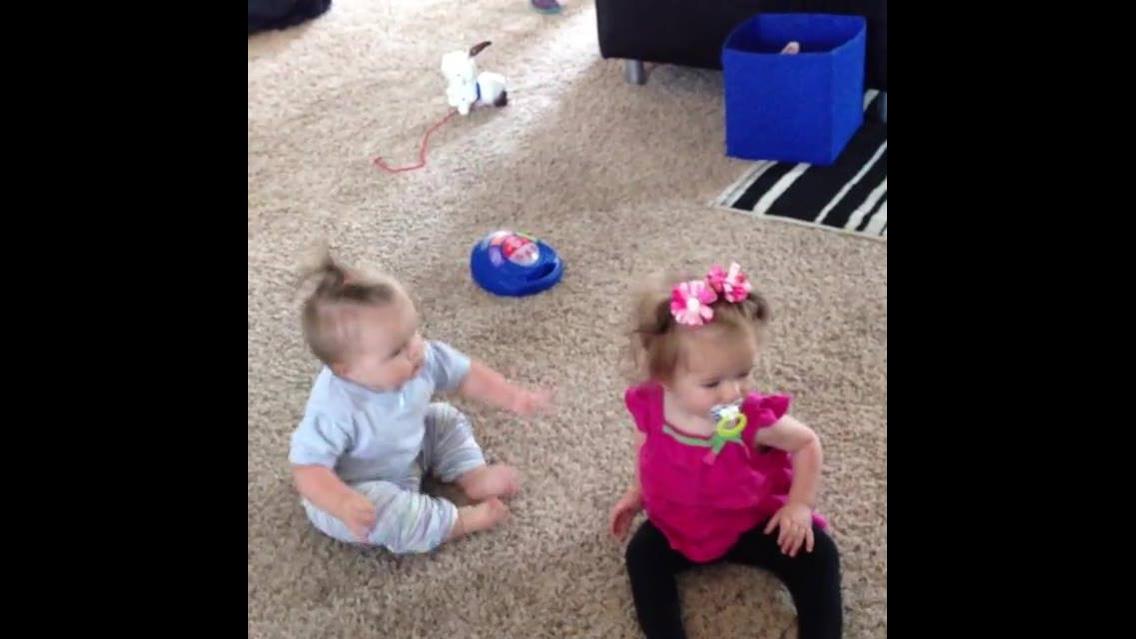 Crianças se locomovendo como podem e conseguem hahaha, confira!