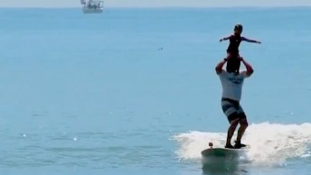 Crianças Surfando - Elas Sabem O Que É Adrenalina Desde Pequena!