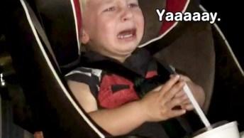 Crianças Tendo Reações Engraçadas Quando Os Carros Estão Em Lavador Automático!