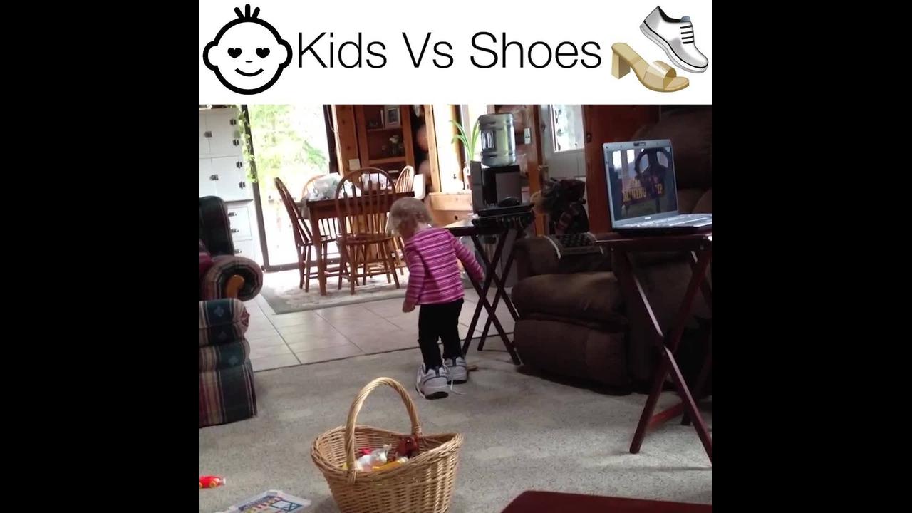 Crianças versus sapatos, o vídeo mais engraçado que você verá hoje!!!