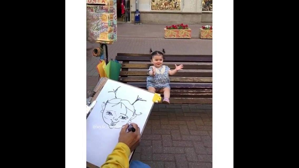 Fazendo o retrato desenhado de uma menininha