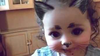 Garotinha Fica Encantada Com Efeito Gatinha Do Snapchat, Confira!
