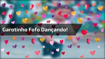 Garotinho Dançando Música Latina, Olha Só Que Fofura Gente!