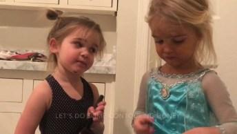 Menina De 3 Anos Maquiando A Sua Irmã, Veja O Que Ela Aprontou!