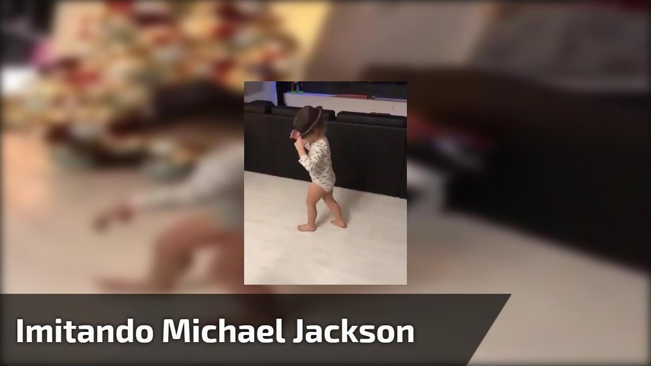 Menina imitando Michael Jackson - Quanta fofura em um só video!