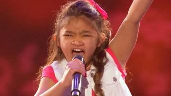 Menina Surpreende Jurados Com A Sua Linda Voz, Ela Escolheu 'Girl On Fire'!