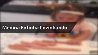 Menina Vai Te Ensinar Como Fazer Palitos De Salsicha, Melhor Cozinheira!