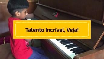 Menino Com Talento Incrível Tocando Piano, Você Vai Se Impressionar!
