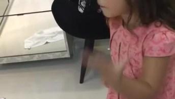 Não Deixe Esse Vídeo Morrer - Menina Do Sorvete Quente, Confira!
