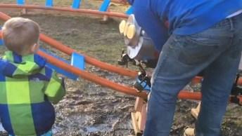 Pai Constrói Uma Mini Montanha Russa Para Seu Filho, Confira!