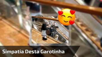Que Simpatia Desta Linda Garotinha, Da Só Uma Olhada No Que Ela Faz!