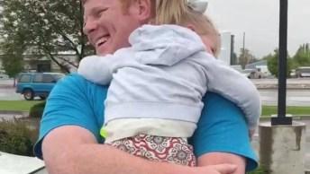 Reações De Crianças Ao Verem Seus Papais Chegarem Após Dias Fora De Casa!