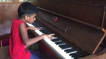 Veja Só Que Talento Esse Garoto Tem! É Incrível Como Ele Toca Piano!