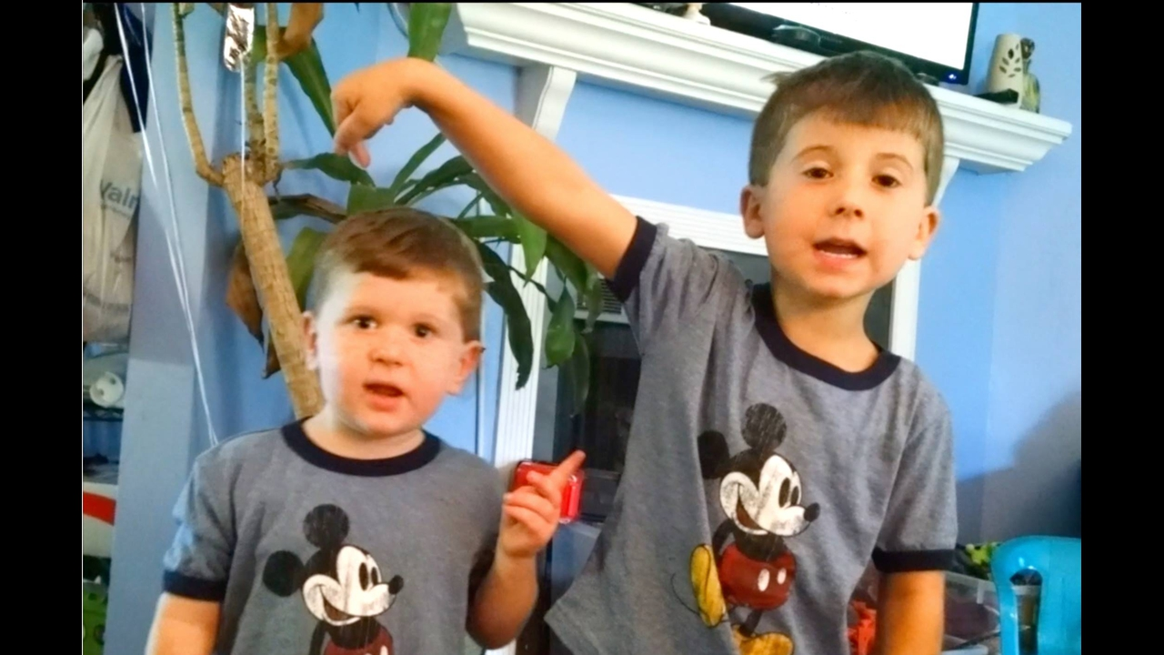 Video de crianças provando que irmãos são os nossos melhores amigos
