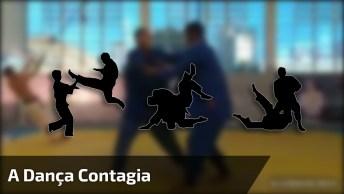 A Dança Contagia Todo Mundo, Até Quem Esta Em Uma Luta Hahaha!