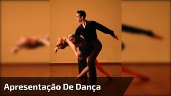 Apresentação De Dança De Casal Com A Música 'Mad' De Ne-Yo!