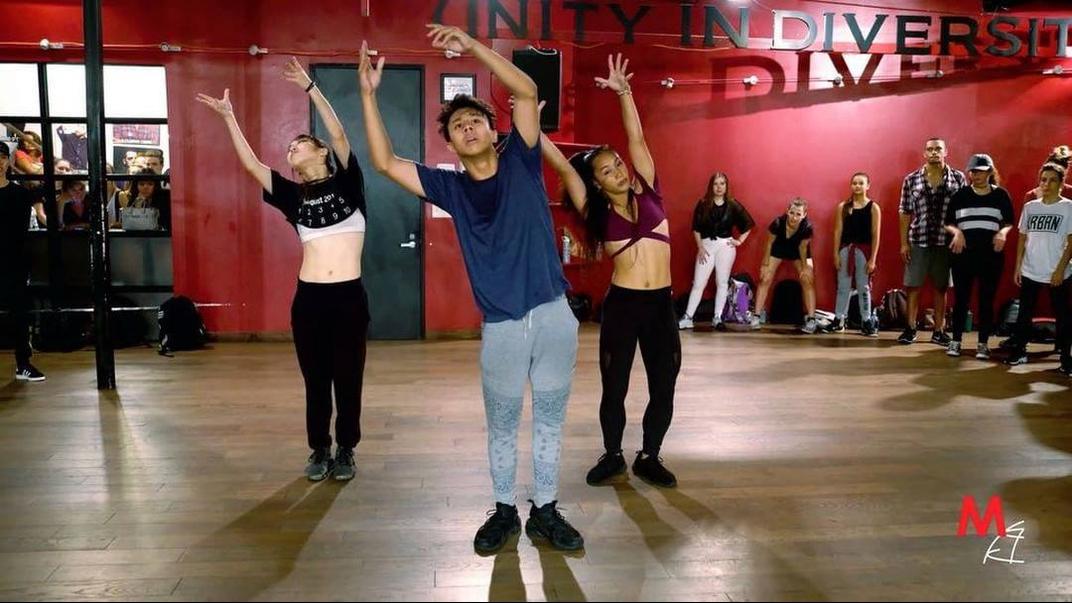 Apresentação de dança e academia de dança